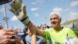 Thủ môn 74 tuổi còn thi đấu chuyên nghiệp lập kỷ lục Guinness mới