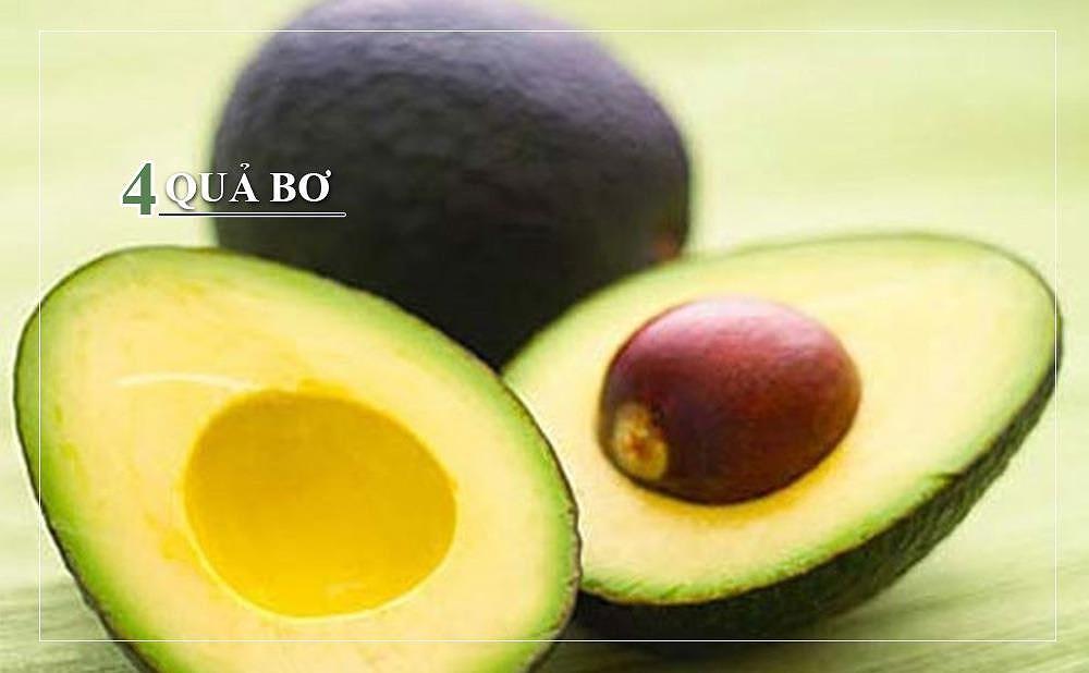 Các chất béo có lợi trong quả bơ giúp tăng độ ẩm cho da và tóc. Ngoài ra, trong quả bơ còn có omega-3 và biotin giúp chất lượng tóc được cải thiện hơn.