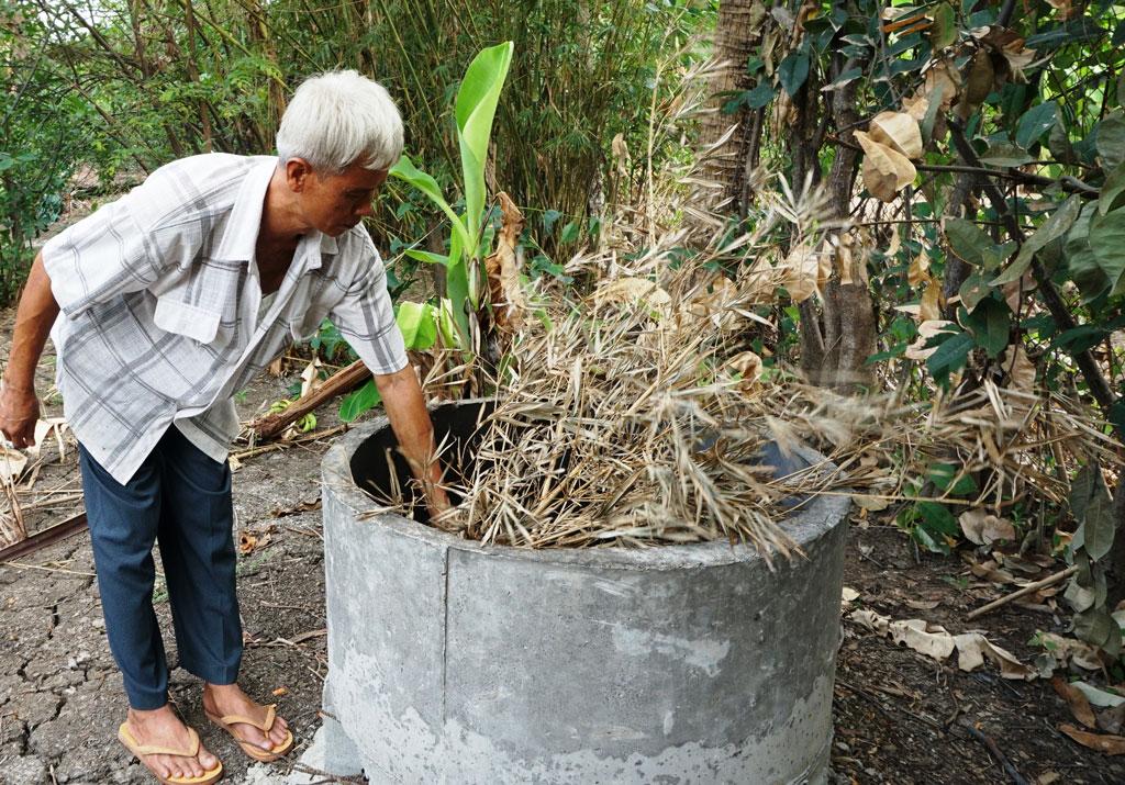 Gia đình ông Huỳnh Văn Đậu (xã Long Thượng, huyện Cần Giuộc) được xây lò đốt rác miễn phí