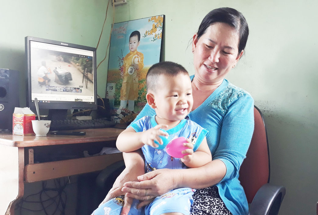 Bằng sự kết hợp nhuần nhuyễn giữa cũ và mới, bà Dung gần như không còn băn khoăn trong việc chăm sóc và giáo dục cháu.