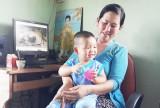 Chăm sóc con trong gia đình trẻ: Truyền thống hay hiện đại?
