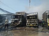 Thủ Thừa: Cháy vựa phế liệu tại xã Mỹ Phú, 3 xe tải bị thiêu rụi