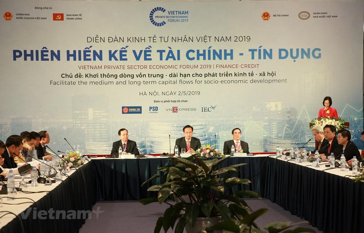 """Hội thảo """"Khơi thông dòng vốn trung - dài hạn cho phát triển kinh tế - xã hội,"""" ngày 2/5. (Ảnh: BKT/Vietnam+)"""