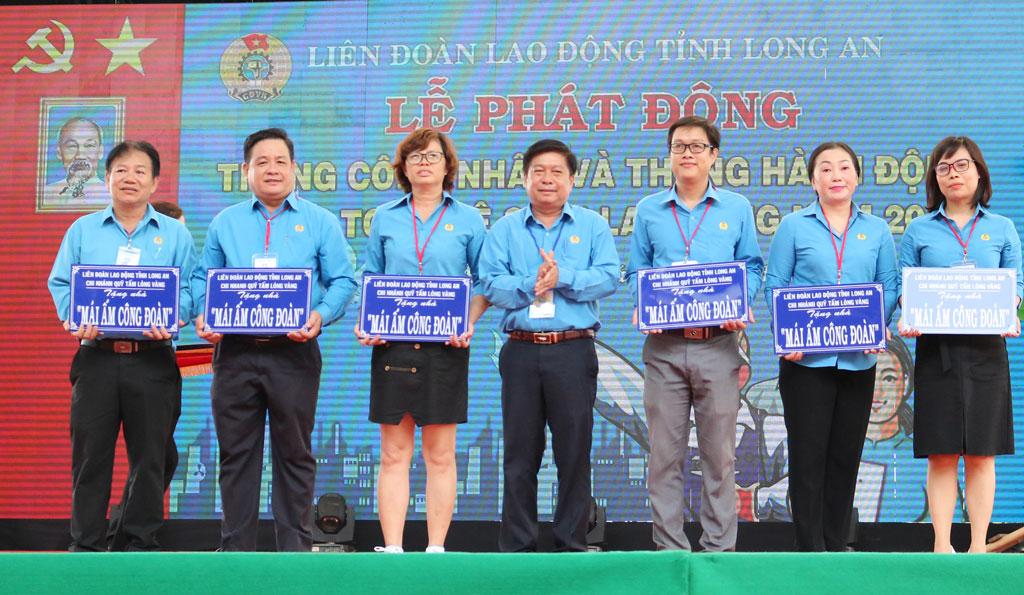 Tặng Mái ấm Công đoàn, quà cho công nhân, lao động có hoàn cảnh khó khăn tại Lễ phát động Tháng Công nhân năm 2019