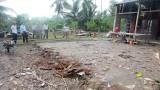 Lãnh đạo huyện Bến Lức thăm hỏi hộ dân bị thiệt hại do dông, lốc