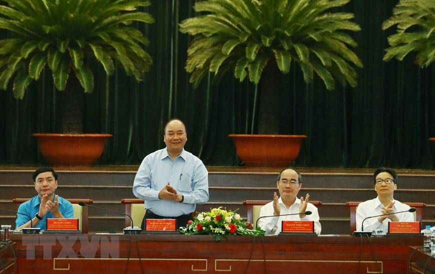 Thủ tướng Nguyễn Xuân Phúc và các đại biểu tại cuộc gặp gỡ với công nhân, lao động kỹ thuật cao năm 2019. (Ảnh: Thống Nhất/TTXVN)