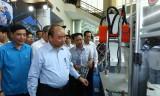 Hình ảnh Thủ tướng gặp gỡ với công nhân, lao động kỹ thuật cao