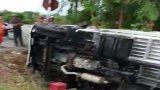 Tai nạn liên hoàn, xe tải lật bên Quốc lộ N2