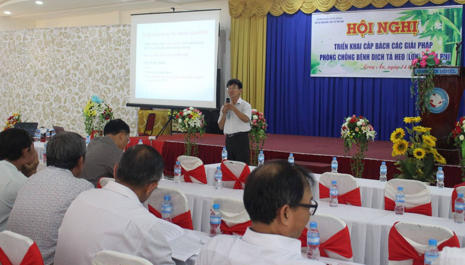 Prof., Ph.D - Nguyen Ngoc Hai presented the situation of ASF causing great impact on the livestock sector