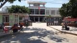 Cần chấn chỉnh việc buôn bán trước cổng Trung tâm Y tế Tân Hưng