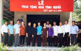 Phó Chủ tịch UBND tỉnh Long An – Phạm Tấn Hòa trao nhà tình nghĩa tại Tân Thạnh