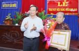 Phó Bí thư Thường trực Tỉnh ủy Long An – Nguyễn Văn Được trao Huy hiệu Đảng tại Cần Đước