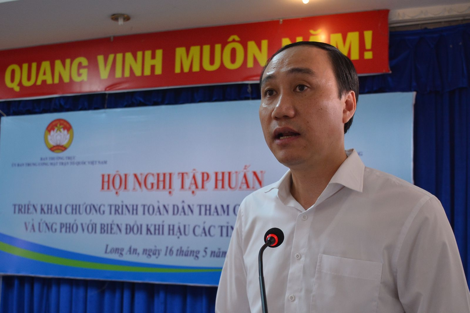 Vice Chairman of the Vietnam Central Fatherland Front Committee - Phung Khanh Tai spoke at the conference