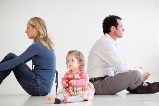 """Khi cha mẹ ly hôn, đứa con là """"nạn nhân"""" đáng thương nhất"""