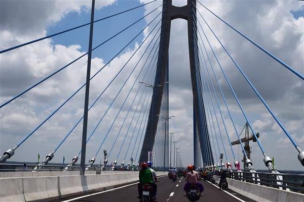 Cầu Vàm Cống - cầu dây văng thứ 2 vượt sông Hậu, nối liền hai tỉnh Đồng Tháp - Cần Thơ. (Ảnh: Chương Đài/TTXVN)