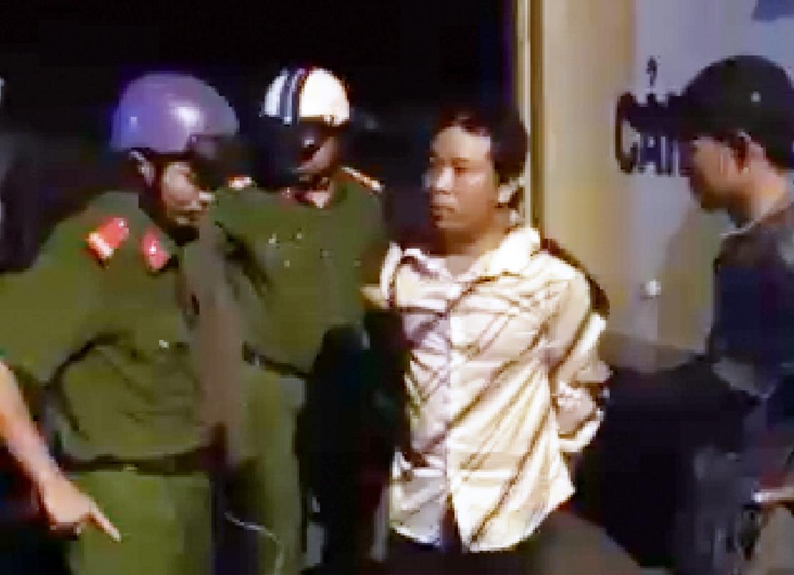 Công an bắt đối tượng cướp giật tại huyện Tân Trụ