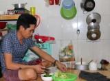 Giá xăng, điện, nước tăng: Đời sống công nhân gặp nhiều khó khăn
