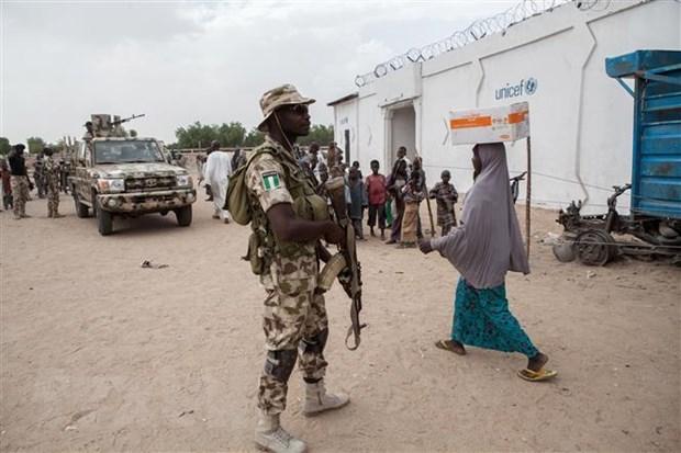Binh sỹ tuần tra tại thị trấn Banki, Đông Bắc Nigeria. (Ảnh: AFP/ TTXVN)