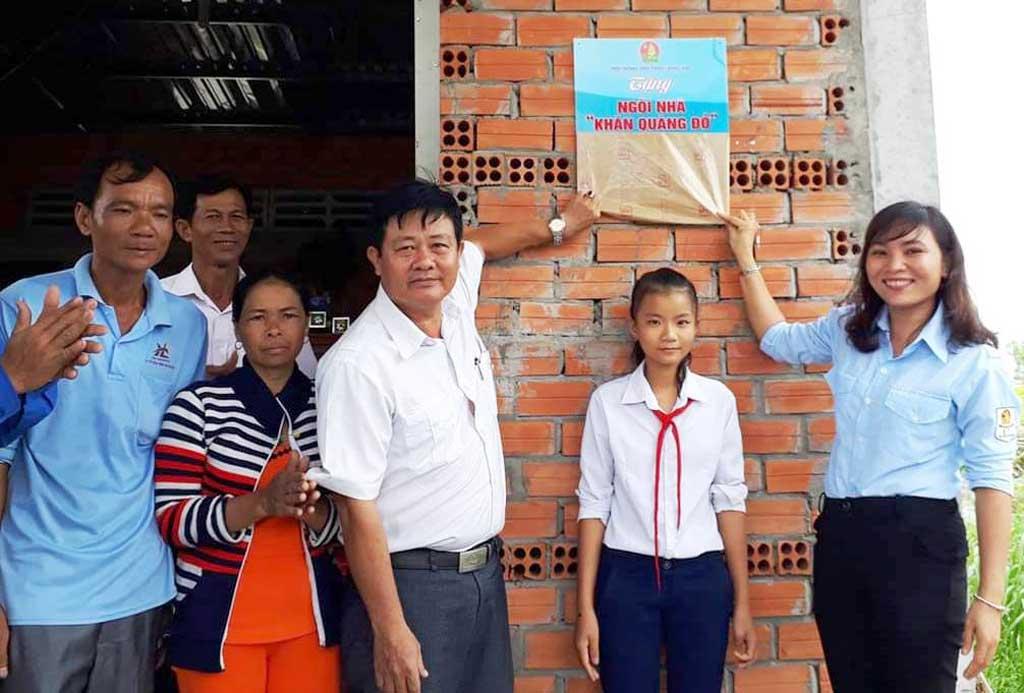 Thời gian qua, Hội đồng Đội tỉnh triển khai hiệu quả cuộc vận động xây dựng ngôi nhà Khăn quàng đỏ, góp phần giúp đỡ những đội viên, thiếu nhi nghèo, khó khăn trên địa bàn có cuộc sống ổn định, được nâng bước đến trường.