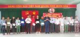 Đoàn cán bộ HĐND tỉnh Hưng Yên thăm và tặng quà đồng hương tại Long An