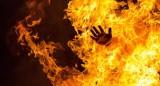 Kinh hoàng, vợ tưới xăng đốt chồng