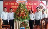 Agribank Long An chúc mừng Báo Long An nhân Ngày Báo chí Cách mạng Việt Nam