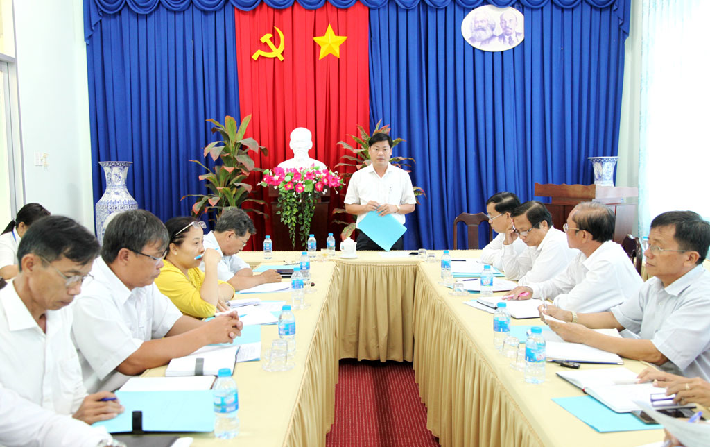 Chairman of the district People's Committee - Huynh Van Quang Hung deployed urgent measures to prevent and fight ASF