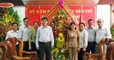 Lãnh đạo huyện Cần Giuộc chúc mừng Báo Long An nhân ngày 21/6