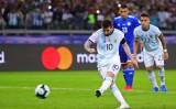 """Lionel Messi ghi bàn, Argentina hòa """"thót tim"""" trước Paraguay"""