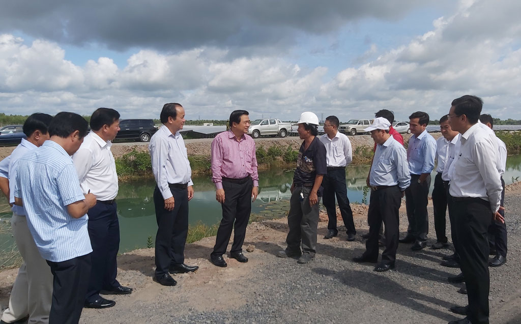 Team actually survey at solar power plant invested in My Thanh Bac commune