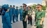 Chính ủy Quân khu 7 kiểm tra công tác huấn luyện tại TP.Tân An