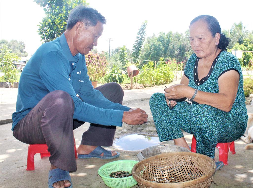 Gia đình ông Nguyễn Văn Bá không chỉ thực hiện tốt 3 tiêu chuẩn xây dựng gia đình văn hóa mà còn tích cực tham gia các hoạt động từ thiện, xã hội ở địa phương