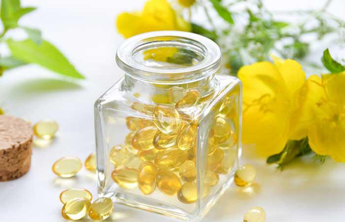 Tinh dầu hoa anh thảo chứa các axit gamma-linoleic (GLA) - một loại axit béo omega-6 giúp tăng cường độ chắc khỏe của máu tóc. Tinh dầu hoa anh thảo giúp ngăn ngừa chuyển hóa testosterone sang DHT, ngăn ngừa rụng tóc. Bạn có thể sử dụng trực tiếp tinh dầu hoa anh thảo trên da đầu hoặc uống liều dùng 500mg hai lần mỗi ngày.