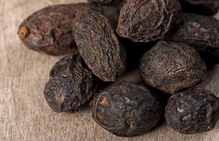 Quả cọ lùn Nam Mỹ cũng là phương thuốc tự nhiên kiềm chế sản sinh DHT trong cơ thể. Cọ lùn Nam Mỹ ngăn ngừa tổn hại nang tóc và kích thích tóc mọc chắc khỏe. Nếu bạn dùng ngâm cọ lùn trong tách trà, các thành phần chống rụng tóc sẽ không thể hòa tan trong nước. Cách sử dụng tốt nhất là ở dạng thực phẩm bổ sung mới liều dùng 16-200mg, 2 lần/ngày.