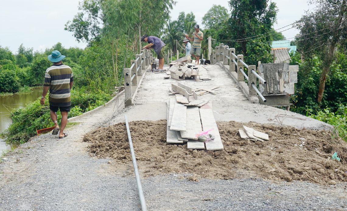 Dân vận khéo đã giúp xã Tân Hòa đầu tư nâng cấp hạ tầng giao thông, góp phần xây dựng nông thôn mới