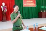 Công an thị xã Kiến Tường đối thoại với người dân về thủ tục hành chính
