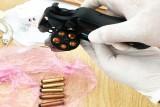 Bắt đối tượng mang súng trong Khu Công nghiệp Thuận Đạo mở rộng