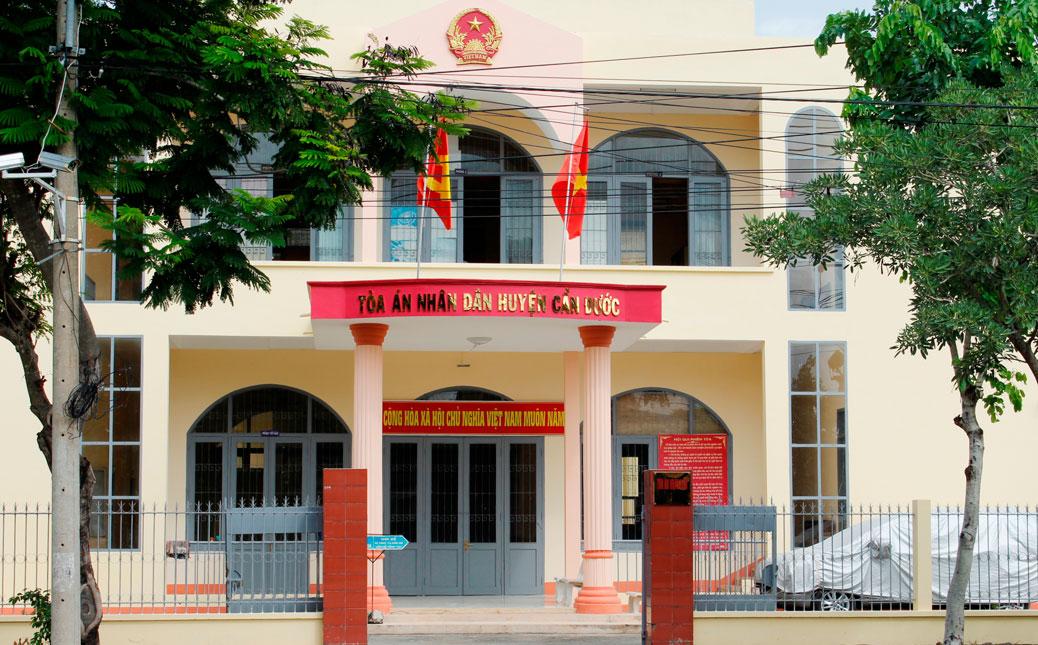 6 tháng đầu năm 2019, Tòa án nhân dân (TAND) huyện Cần Đước, tỉnh Long An thụ lý trên 800 vụ (tăng 140 vụ so với năm 2018), phấn đấu giải quyết trên 500 vụ (đạt 62,8%), án còn tiếp tục giải quyết là 298 vụ và không có án để quá hạn luật định.