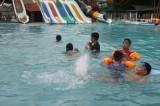 Lớp học bơi - sân chơi bổ ích ngày hè