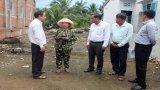 Hỗ trợ người dân bị thiệt hại do dông, lốc xoáy tại Thủ Thừa