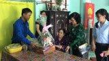 Huyện đoàn Đức Hòa thăm, tặng quà các gia đình chính sách khó khăn
