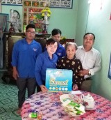 Thành đoàn Tân An thăm, tặng quà cho gia đình chính sách