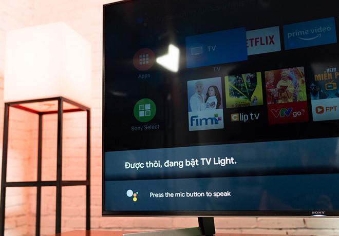 Google Assistant có thể giúp người dùng điều khiển TV từ xa. Ảnh: T.Luân