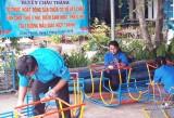 Sửa chữa sân chơi cho trẻ trước khi bước vào năm học mới