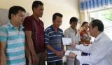 UB.MTTQ Việt Nam tỉnh Long An hỗ trợ các gia đình có nhà bị sạt lở