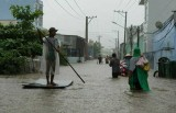 Áp thấp đi đủng đỉnh, TP.HCM và Nam Bộ mưa lớn