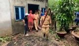 Khẩn trương giúp người dân Phú Quốc dọn dẹp nhà cửa sau lũ