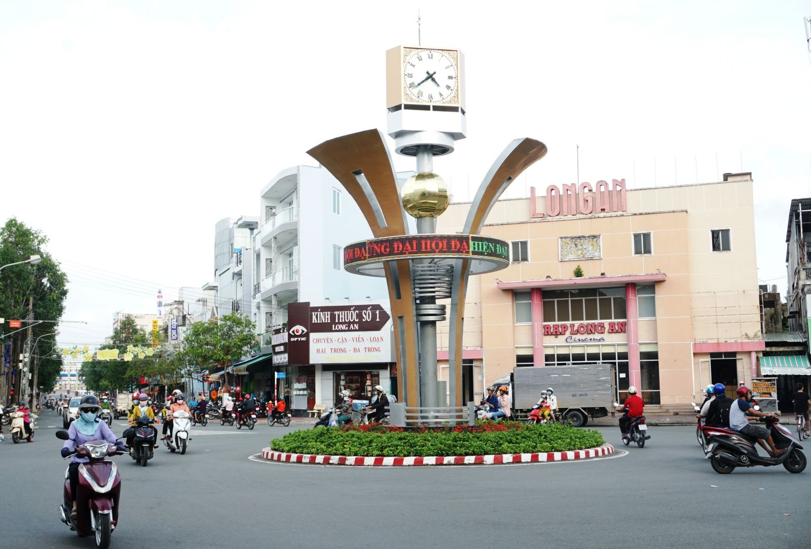 The Clock Tower work at Vo Van Tan Roundabout