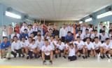 Câu lạc bộ bóng đá Long An tặng quà tại trường Bồ Đề Phương Duy