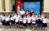 Honda Việt Nam tặng nón bảo hiểm cho học sinh
